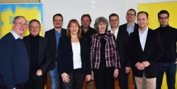 Kolja Saß (2. v. rechts) und Klaus Gerhard (4. v. rechts) mit Thomas Schäfer (links), Alexander Noll 2. v. links) und vielen Kandidaten