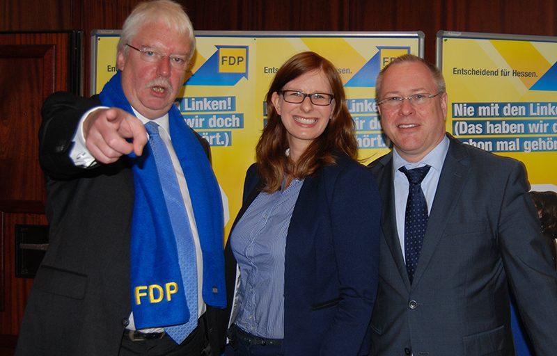 v.l.n.r.: Jörg-Uwe Hahn (Landesvorsitzender der FDP und Justizminister), Ulrike Schmidt (Stadtverordnete aus Maintal), Thomas Schäfer (Fraktionsvorsitzender in Maintal) am Rande des Landesparteitages in Bad Homburg